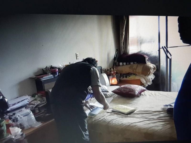 警方昨到兼營選舉賭盤的郭姓夫妻檔住家搜索。(記者許國楨翻攝)