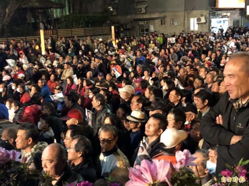 余天造勢大會湧入逾萬人。(記者周湘芸攝)