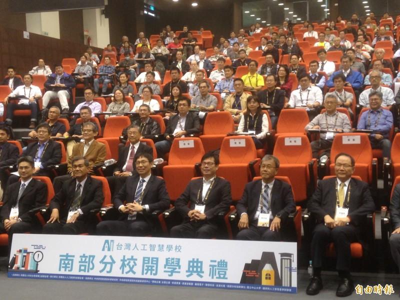 陳其邁參加台灣人工智慧學校南部分校開學典禮。(記者黃旭磊攝)