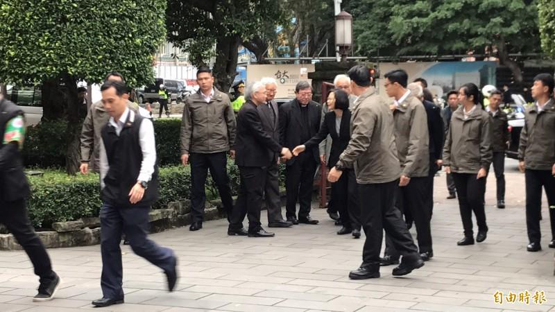蔡總統出席高俊明牧師追思會。(記者蘇芳禾攝)