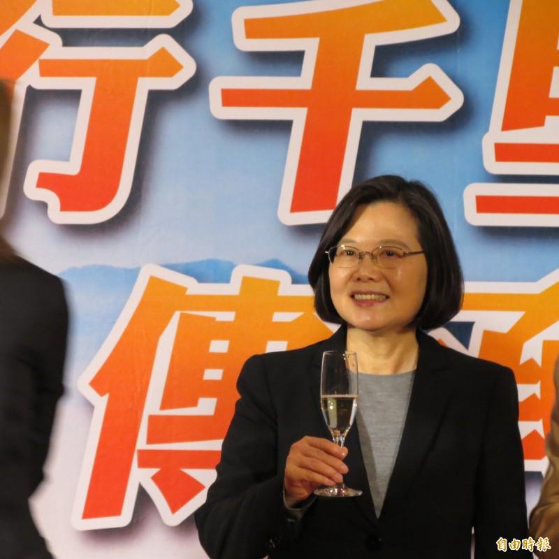 總統蔡英文今天對盧秀燕表示,今天台中市交管不錯。(記者蘇金鳳攝)