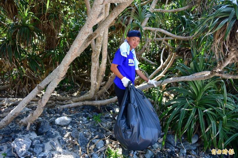 墾丁年輕人仿效國外,發起「垃圾清理挑戰」墾丁版。圖為清理後。(記者蔡宗憲攝)