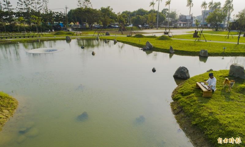 烏山頭八田與一紀念園區打造台灣珊瑚苑,結合日式庭園和烏山頭天井(水中小天井)打造,美極了。(記者楊金城攝)