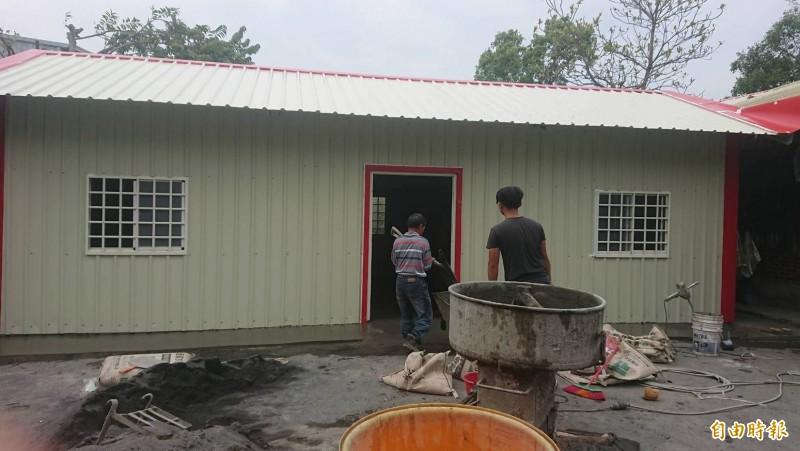 鐵皮屋大小約25坪,2房1廳空間,並增添無障礙廁所。(記者陳冠備攝)