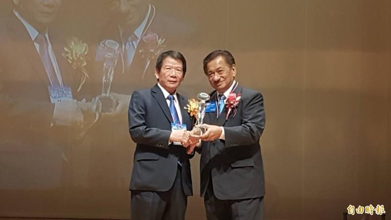 國際扶輪社長  巴利 拉辛指派代表拉菲加西亞(右)從菲律賓來台參加年會。(記者丁偉杰攝)