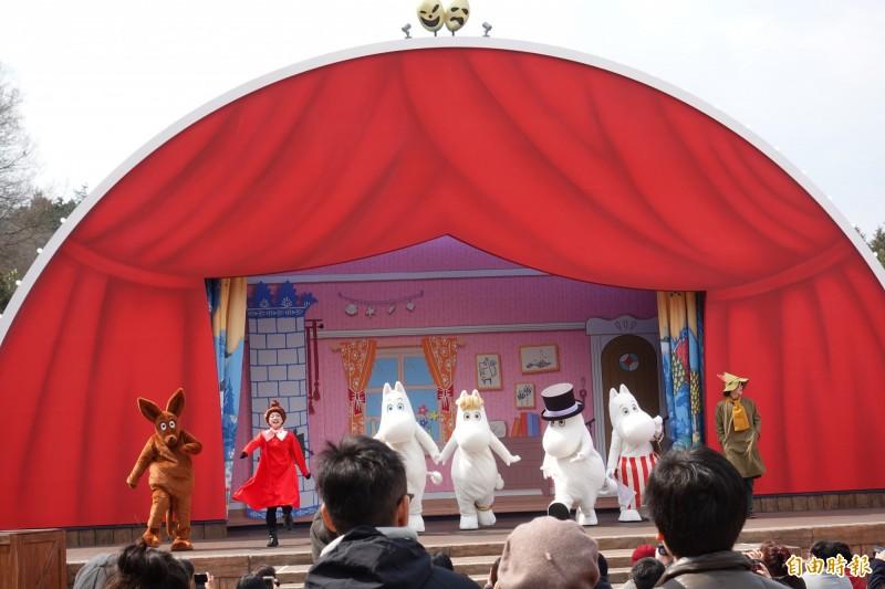 姆米谷樂園舞台,主要明星均登場。(記者林翠儀攝)