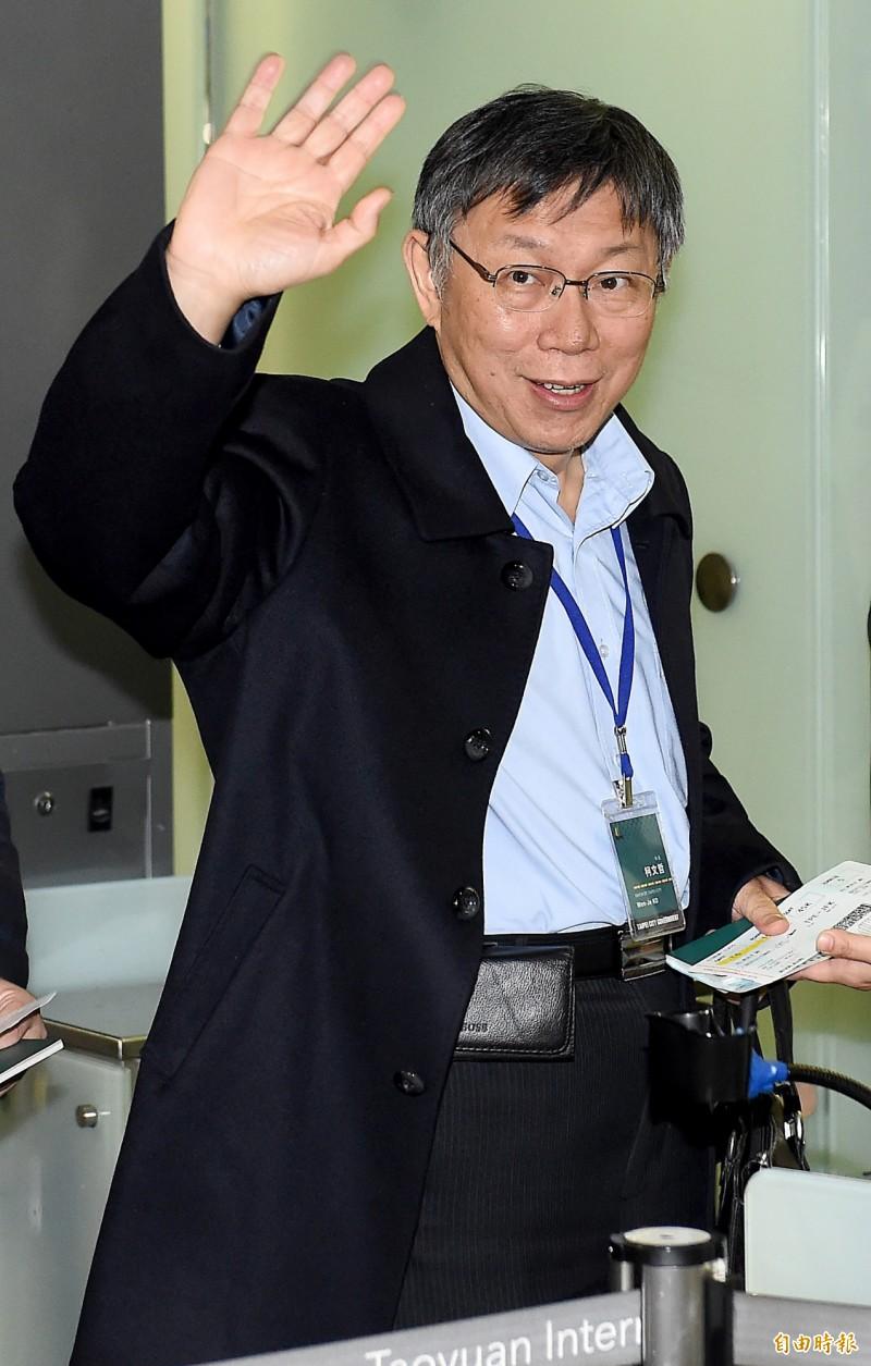 台北市長柯文哲16日晚間啟程展開為期9天的訪美行程。(記者朱沛雄攝)