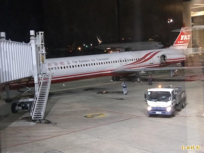 遠航飛機今晚7點30分才從巴拉望飛回桃園機場,進行機艙整理後,又再飛往巴拉望。(讀者提供)
