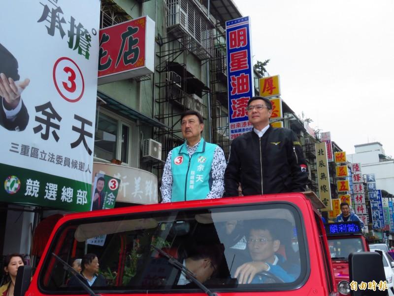 民進黨主席卓榮泰今天早上陪同余天進行車隊謝票。(記者陳心瑜攝)
