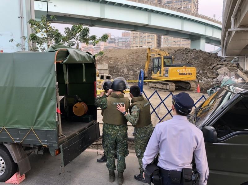 軍方人員現已抵達現場處理中。(記者曾健銘翻攝)