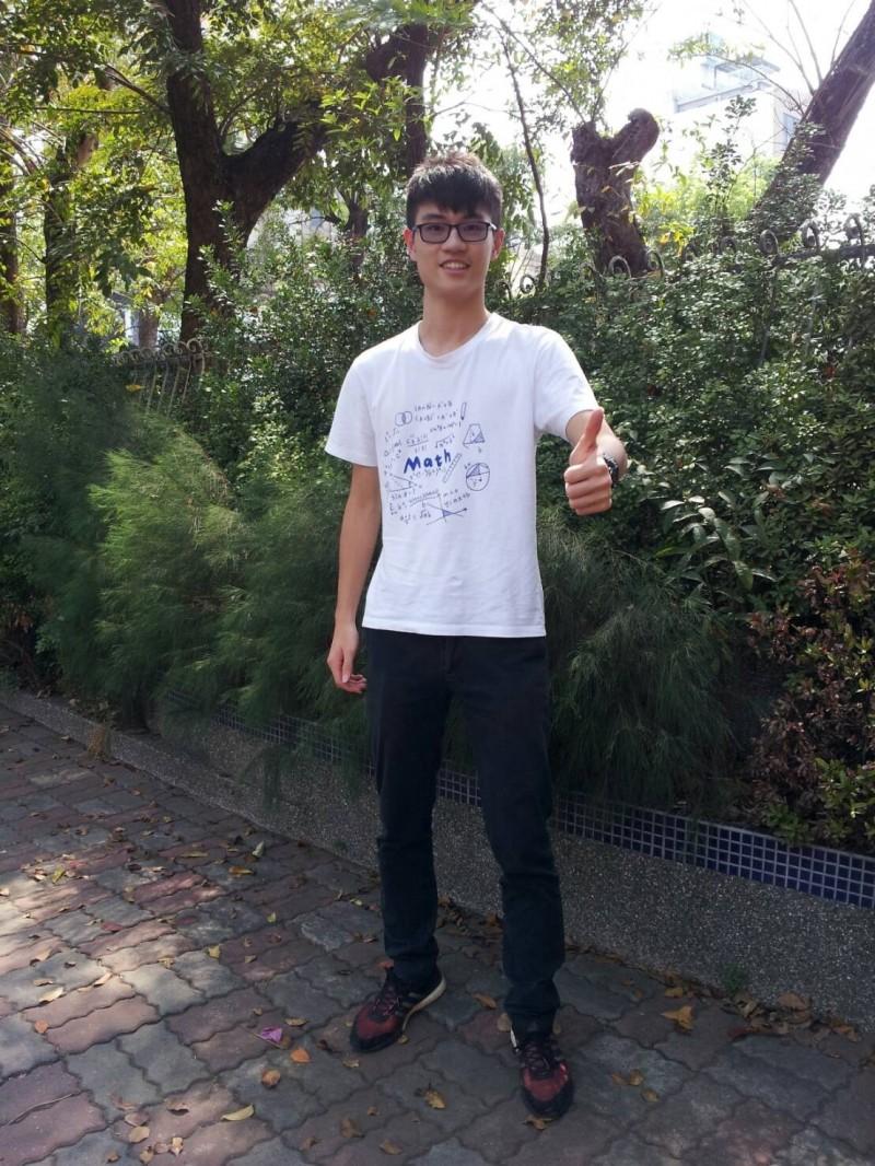 國立苗中學生李俊毅眼睛曾受傷,拚繁星當眼科醫師,嘉惠病患。(記者張勳騰翻攝)