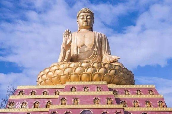 位於山西長治市襄垣縣仙堂山的世界第一大銅坐佛,原本氣勢磅礡。(網路照片)