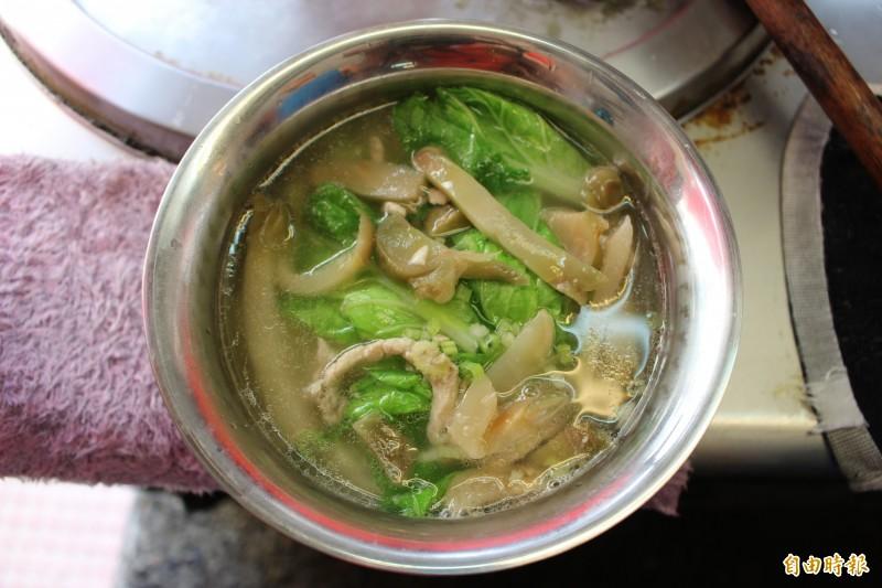 榨菜肉絲麵,湯頭不油膩。(記者張聰秋攝)