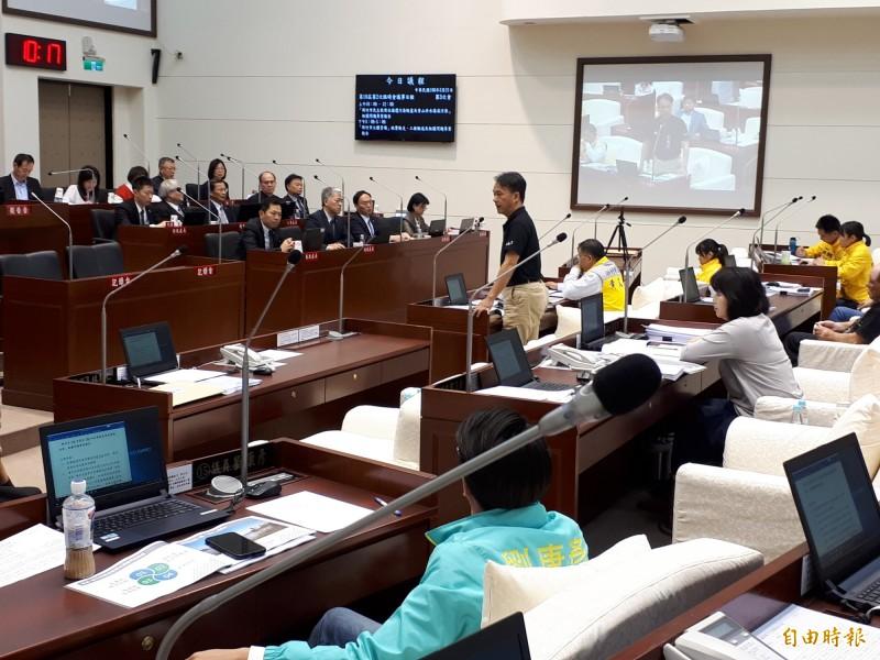 新竹市議員及議長建議款額度曝光後,引起新竹市地方熱議,議會也有議員在臨時會中提臨時動議討論。(記者洪美秀攝)