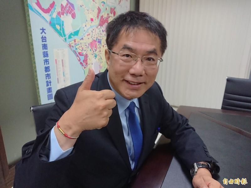 台南市長黃偉哲從立委時代就一直很節省,將好習慣帶進市府。(記者洪瑞琴攝)