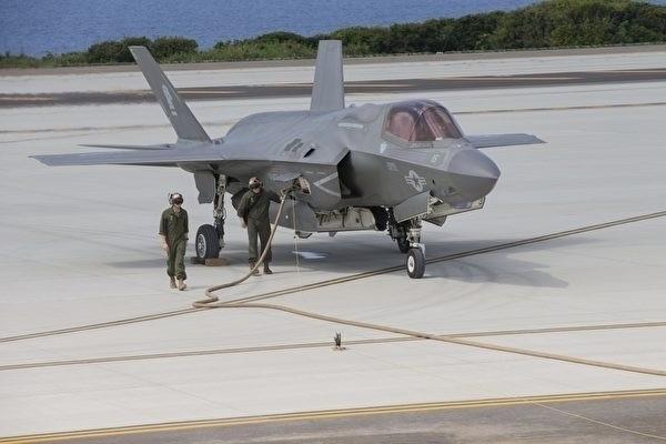 美軍陸戰隊的F-35B戰機在伊江島上加油。(擷取自美軍陸戰隊網站)