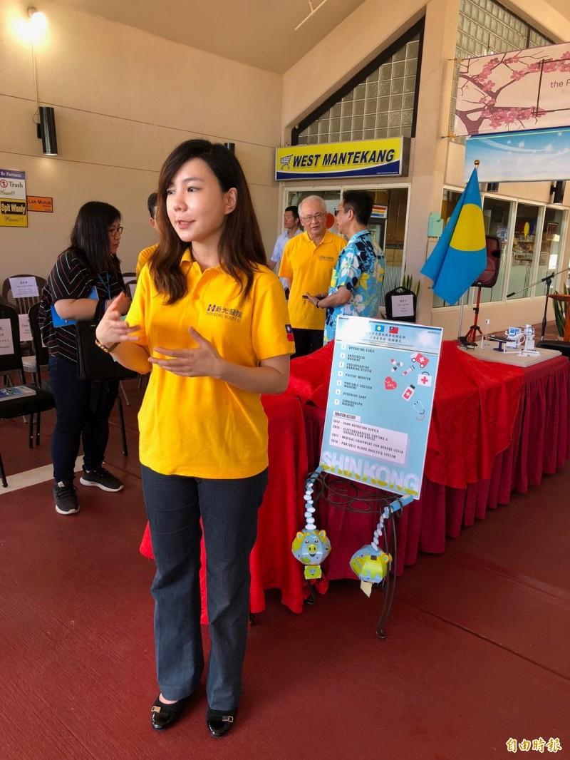 新光醫院美女醫師唐豪悅來自馬來西亞怡保附近的小鎮,曾到帛琉義診,她說,帛琉的熱帶鄉間風光,讓她有回家的感覺。(特派記者蘇永耀攝)