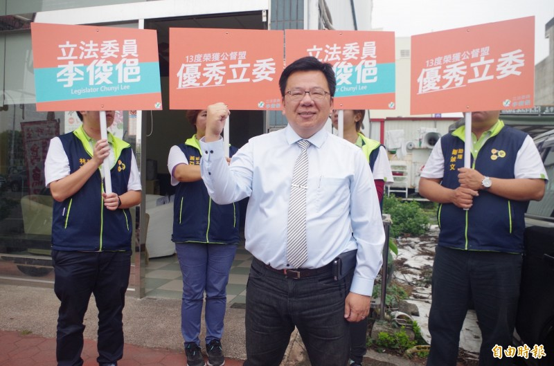 民進黨現任立委李俊俋登記參加黨內初選,力拚第三次連任。(記者王善嬿攝)