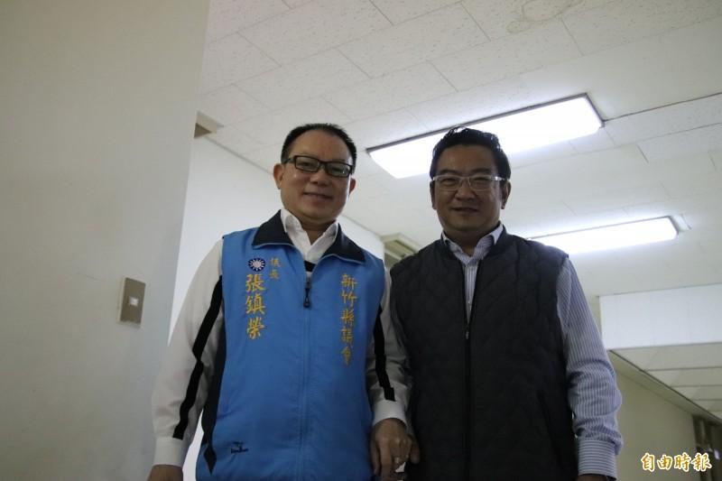 國民黨籍新竹縣議會議長張鎮榮(左)今天親自主持協調會,但仍無法避免進行黨內初選。(記者黃美珠攝)