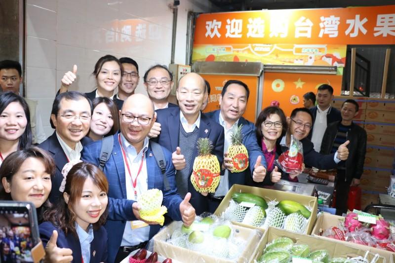 韓國瑜上午參訪平湖海吉星國際農產品物流園區。(高市府提供)