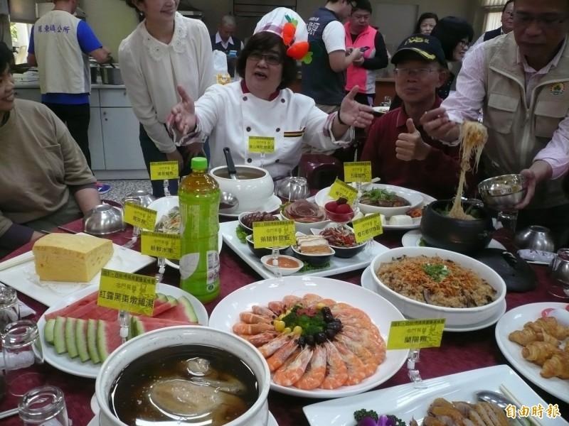 羅東吃拜拜美食每桌原價3000元,優惠價2500元。(資料照,記者江志雄攝)