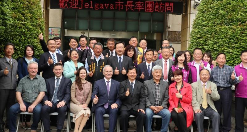 雅格瓦市與新營區締結姐妹市19年,雅格瓦市長來台北參加「2019智慧城市展」,不忘南下探訪老友。(圖由新營區公所提供)