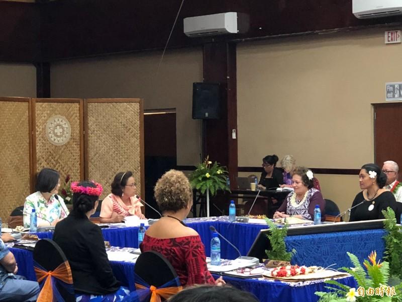 蔡英文總統在馬紹爾時間26日下午出席「太平洋婦女領袖聯盟會議」。(特派記者蘇永耀攝)