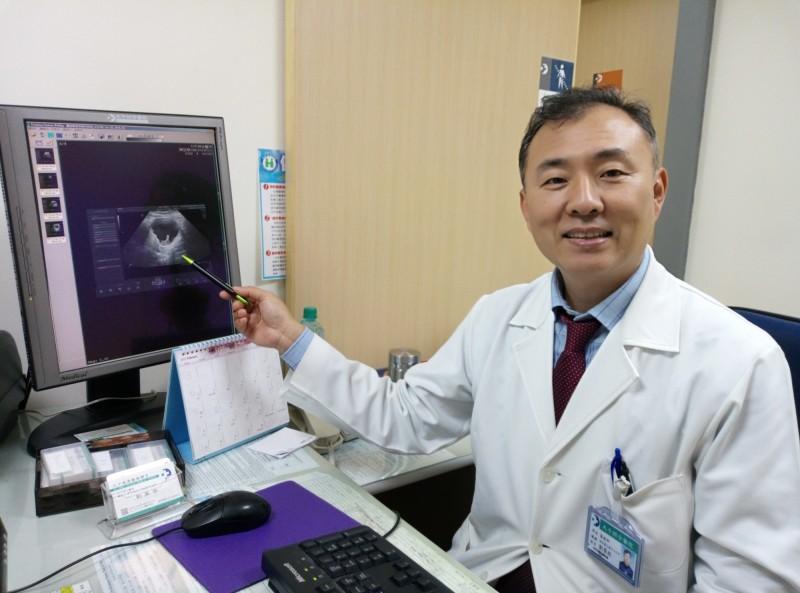 劉榮啟醫師表示,腹腔鏡手術有傷口小、時間短、復原快的好處,幫助孕婦順利進行手術。(圖由大千綜合醫院提供)