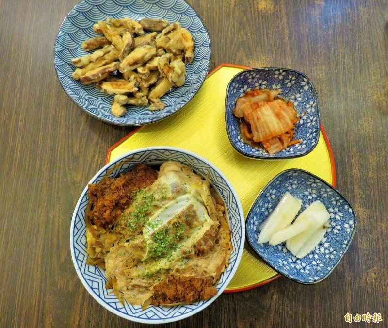炸香菇、日式泡菜、醃漬蘿蔔和豬排丼飯。(記者陳心瑜攝)