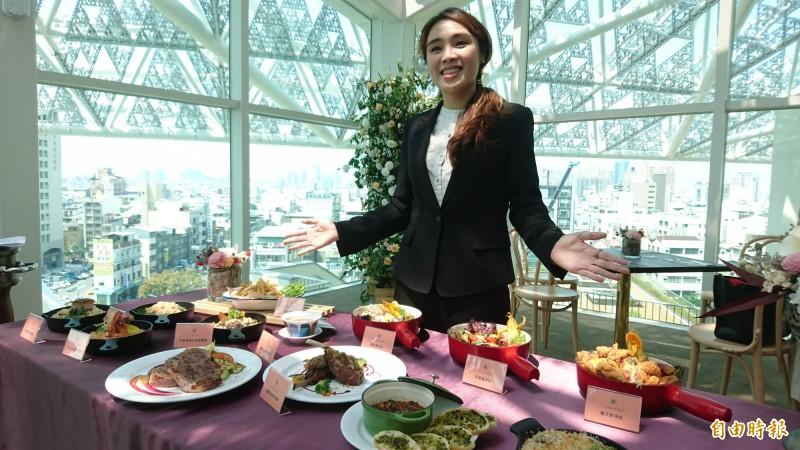 南美館2館頂樓景觀餐廳,將餐飲與藝術結合。(記者劉婉君攝)