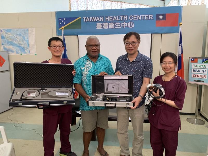 外交部捐贈200萬元台幣的醫療設備給索羅門群島。(圖由高醫提供)