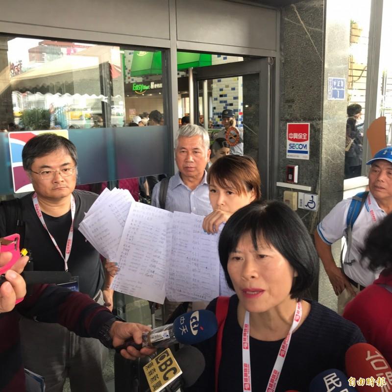 旅客抱怨雄獅旅行社包船經驗不足,導致行程延誤,要求道歉及賠償。(記者林欣漢攝)