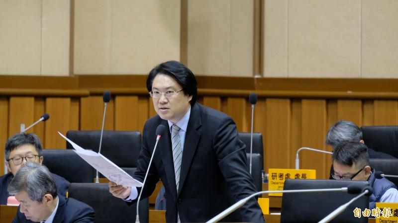 基隆市長林右昌說,拚經濟不需要去中聯辦,韓國瑜這次踩到紅線,兩岸交流要對等,而不是屈從、屈服。(記者林欣漢攝)