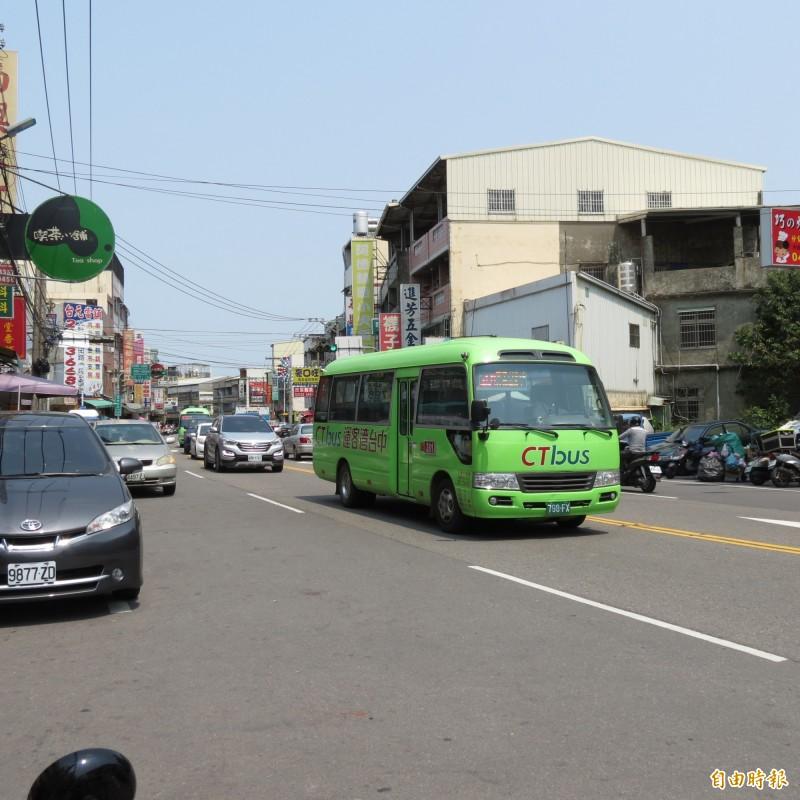 烏日溪南只有一條281公車路線,住戶要求再增一條(記者蘇金鳳攝)