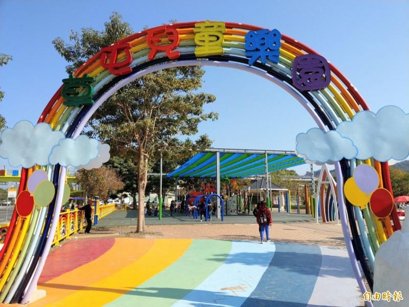 熱門的草屯兒童公園,就是公墓轉公園的成功案例。(記者劉濱銓攝)