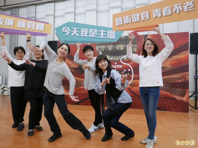 台中國家歌劇院為45歲以上族群量身訂作,推出後青年工作坊設計歌仔戲、音樂劇、身體律動3大主題課程。(記者蔡淑媛攝)