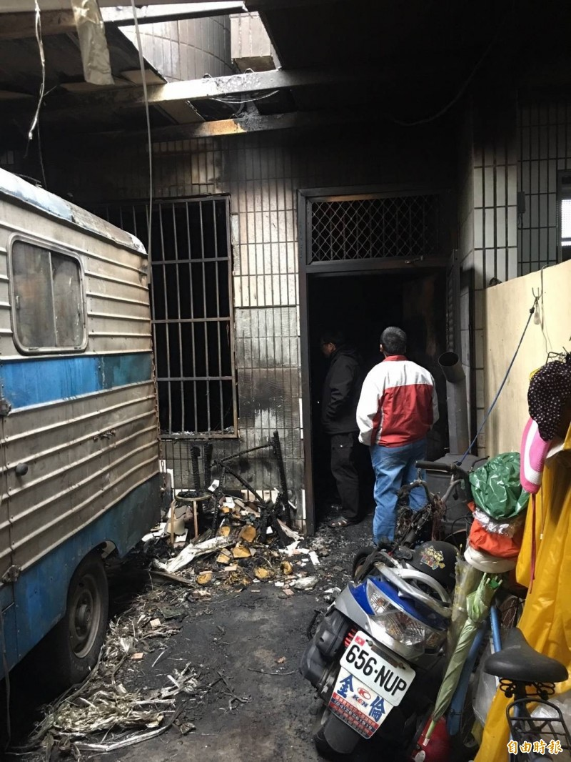 清水區一處三樓透天厝發生火災,造成一家五口2死3傷。(記者歐素美翻攝)