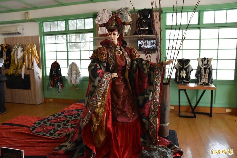 偶衣大師阿維的代表作之一北京太平宮主。(記者黃淑莉攝)