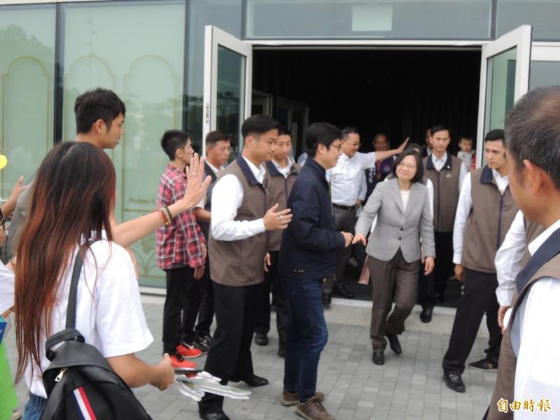 小英下午密會邁粉,聊聊年輕人對台灣的想法。(記者王榮祥攝)