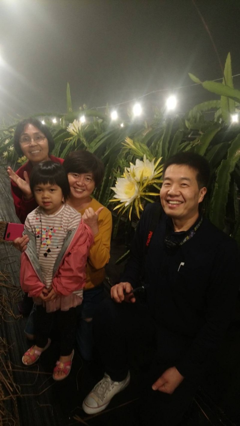 東山區向陽民宿接待日籍咖啡評鑑師,農遊體驗留下深刻印象。(圖由蘇美惠提供)