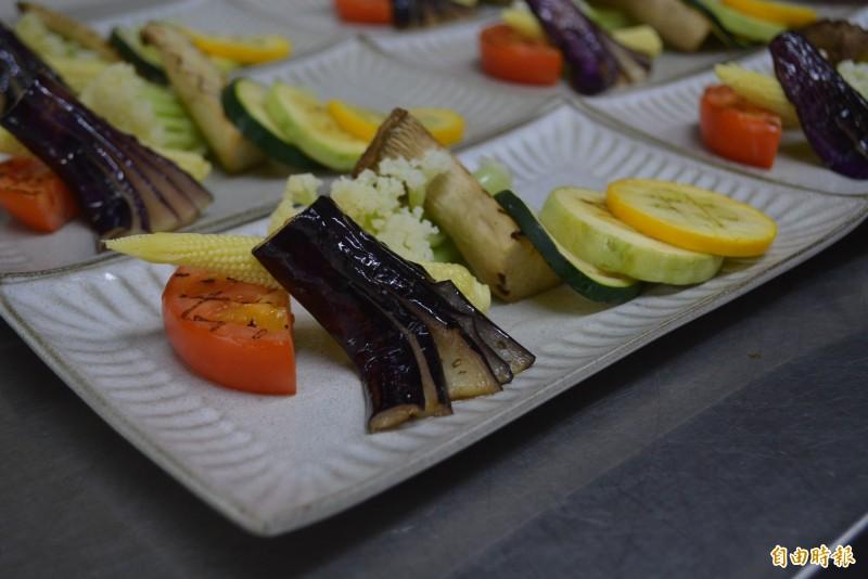 霧峰農學食堂食材以少油、少鹽方式烹調,保留食物原味。(記者陳建志攝)