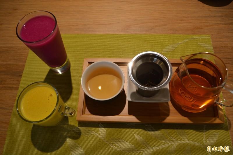 霧峰民生故事館套餐,隨餐附贈火龍果汁、南瓜堅果飲或熱茶。(記者陳建志攝)