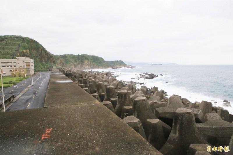 和平島水資源回收中心3年多前受損的海堤已修復完成。(記者林欣漢攝)