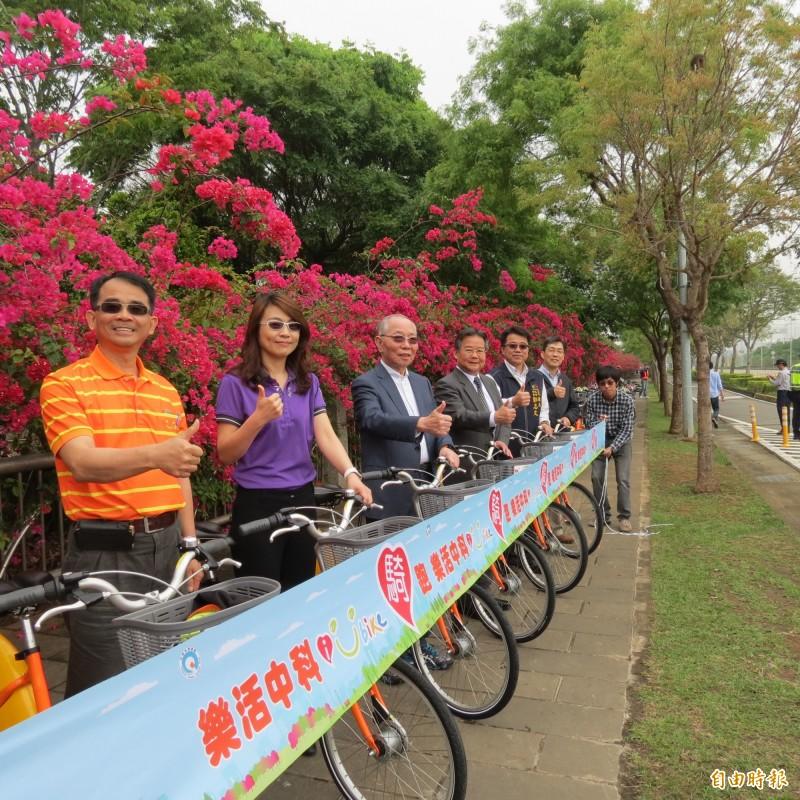 中科、巨大集團及市府在中科台中園區設3個ibike站,讓民眾可騎ibike悠遊中科台中園區,賞花賞鳥。(記者蘇金鳳攝)