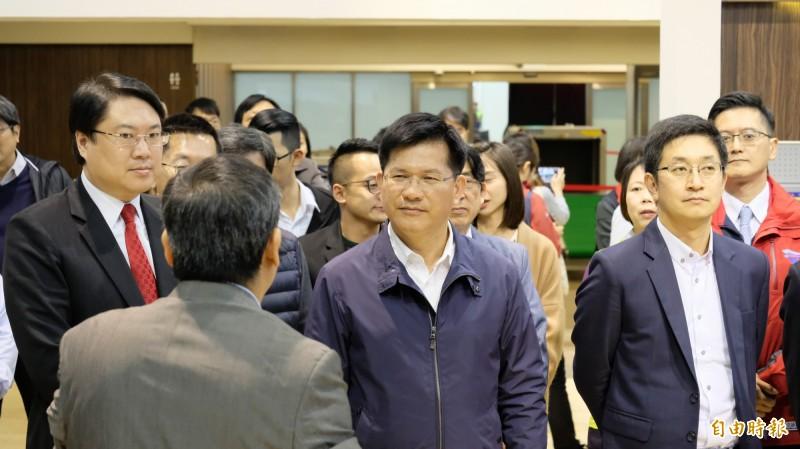 交通部長林佳龍(中)說,貨出去、人進來,基隆發大財,不需要再喊口號,全力支持基隆。(記者林欣漢攝)