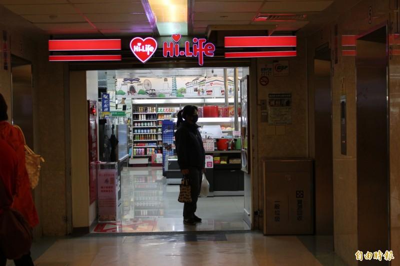 彰基5樓萊爾富超商開出今年1、2月統一發票千萬元特別獎。(記者張聰秋攝)