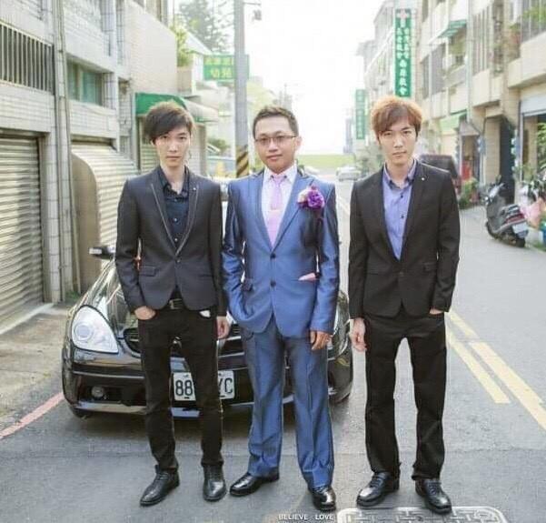 永康警分局偵查佐翁紹殷(左)與雙胞胎哥哥翁紹軒(右)兩人都在台南市警察局服務,巧妙的是兩人出生相差360秒,連警佐班也差360天考上。(圖由翁紹殷提供)