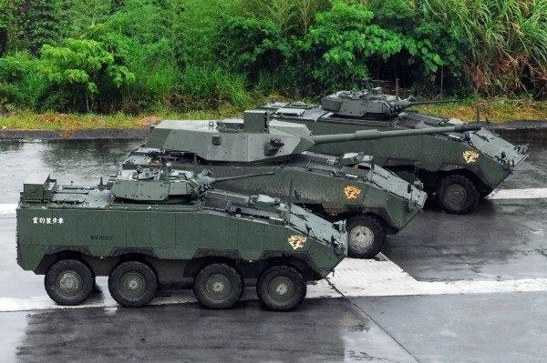 雲豹戰砲甲車(中)為雲豹甲車後續車型。(資料照,軍聞社提供)