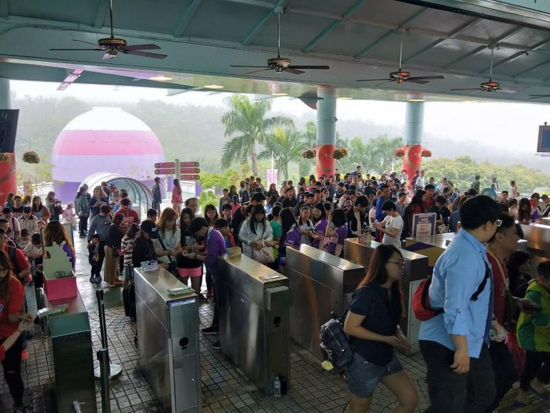 劍湖山兒童節: 昨天湧入近3萬人 劍湖山今7點就開放入園