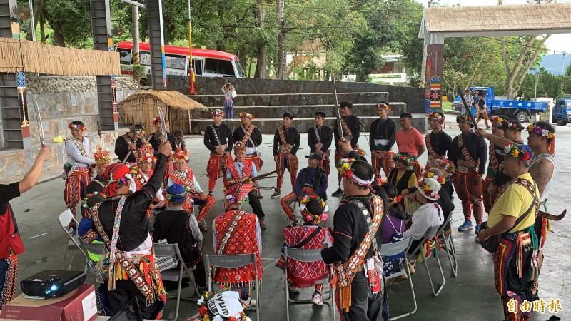 利嘉部落族人自主宣告傳統領域。(記者張存薇攝)